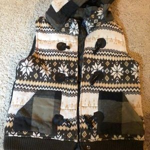 Fall vest with detachable hood